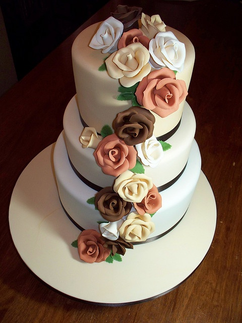 Wedding cake with roses by Andrea's SweetCakes, via Flickr