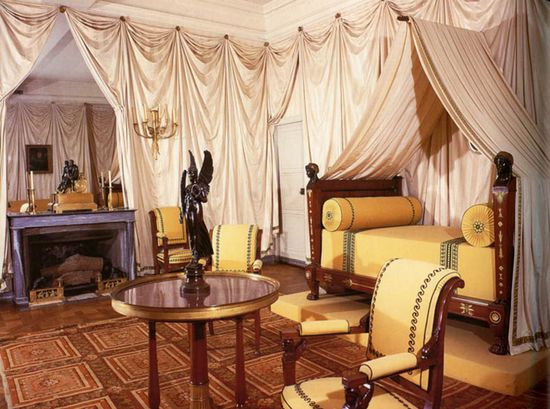 Roman Style Bed Room Ideas