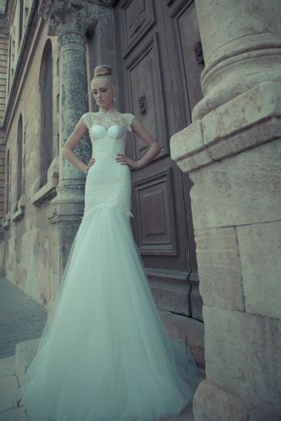cap-sleeves, lace body, tulle skirt... love!