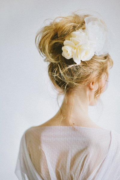 flowers in hair, makes me want to wear my hair up....