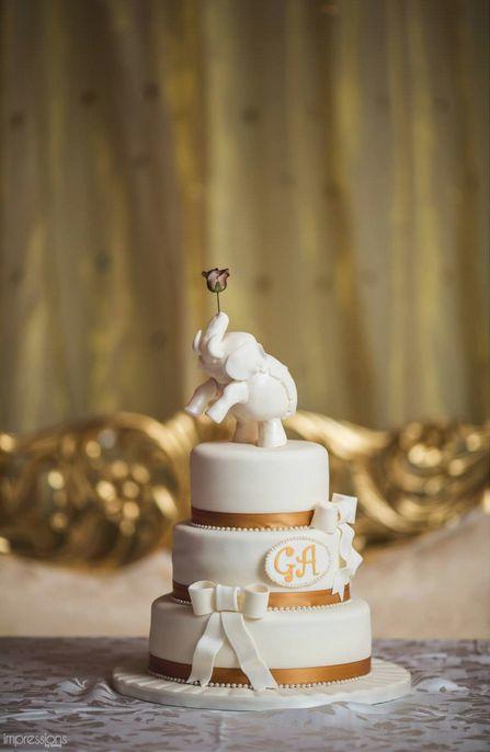 Elephant wedding cake. Photo by Annuj