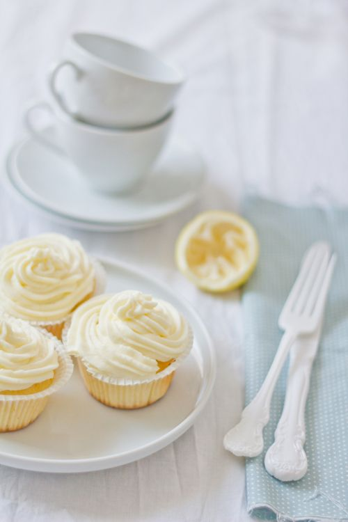 Coconut Lemon Cupcakes with Marscapone Frosting  (spanish)