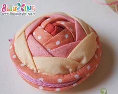 photo tutoriel pour ce sac à glissière mignon et pin cushion