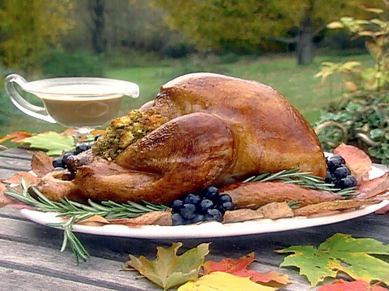 Turkey with Cornbread Stuffing and Gravy #Thanksgiving