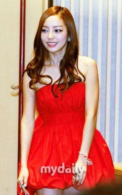 Kara Goo HaRa #kpop #korean style #itsmestyle #koreanclothes #koreanfashion #kfashion #idols #pop #ulzzang #korea