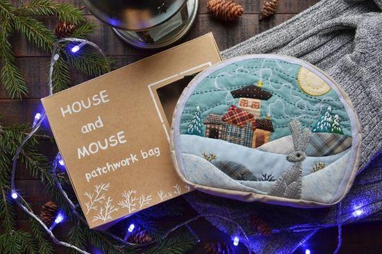 Gray rabbit quilt miniature, Handmade quilt winter landscape, Zippered bag with quilt miniature, Qui