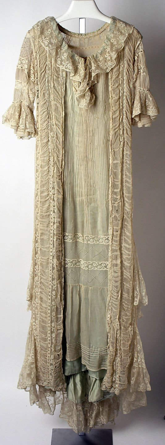 Ruched silk and cotton tea gown with pin tucks and lace trim, by Callot Soeurs, French, 1906-08.