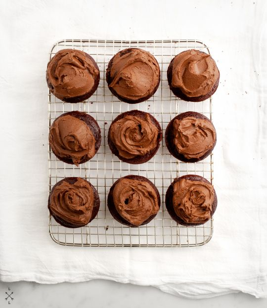 Having a #vegan #wedding? Guests can enjoy these vegan chocolate cupcakes with avocado frosting from loveandlemons.com