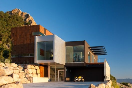 MODERN IN UTAH: H-House / Axis Architects. 10/9/2012 via ArchDaily