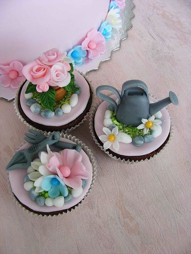 Little flower girl cupcakes