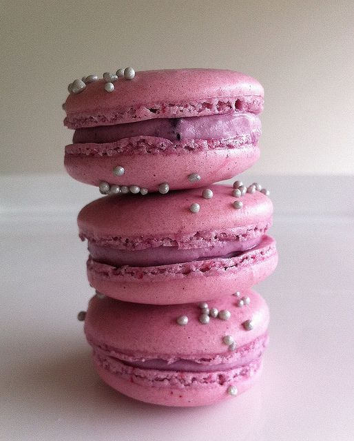 Completely yummy looking Blueberry Cheesecake Macarons. #macarons #cookies #French #pastries #food #baking #dessert #cheesecake #blueberry