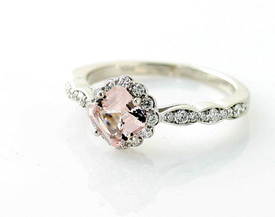 Asscher-Cut #Morganite E-Ring (Credits: photo from Rare Earth [etsy])