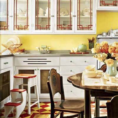 vintage style kitchen.Adore the cabinets!