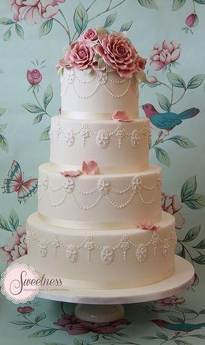 Wedding Cake. Vintage Rose Wedding Cake. www.sweetnessonli...