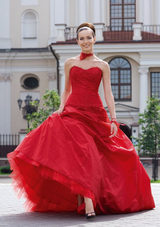 Fascinate red wedding dress with lace and natural taffeta. $710.00, via Etsy.