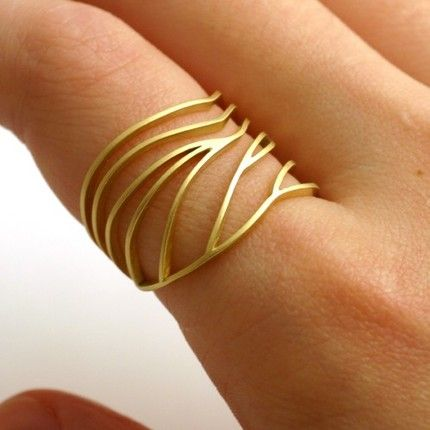 So delicate, wuv it.  #ring #jewelry #gold #leaf #beautiful #wantz #etsy