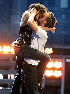 Rachel McAdams and Ryan Gosling winning best kiss in 2005 @ MTV awards