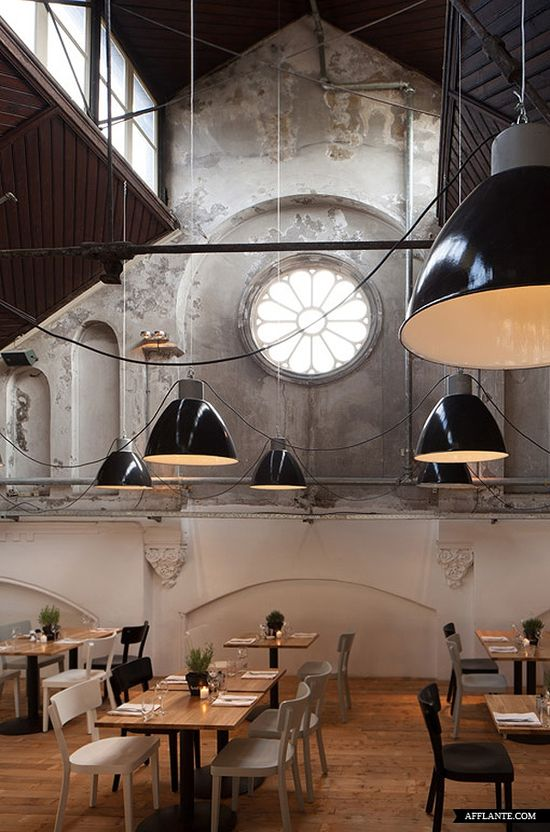 Such a cool room! Mercat Restaurant in Amsterdam // Concrete
