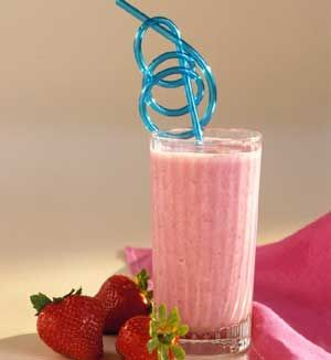 Strawberry Breakfast Blender Smoothie -Make this fresh fruit drink for breakfast or a delicious snack.