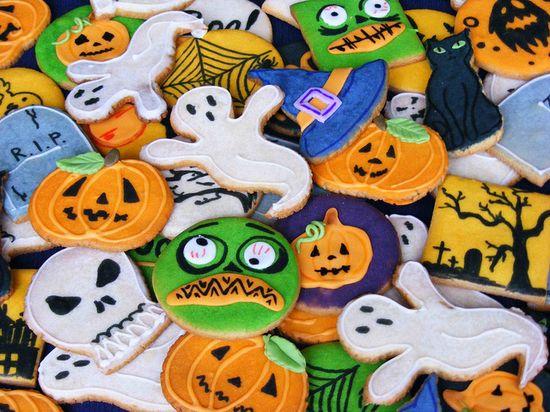 Halloween cookies by bubolinkata, via Flickr