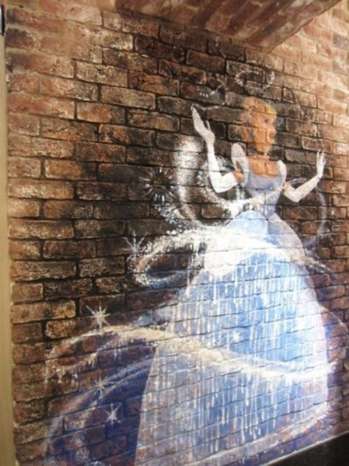 Cinderella Graffiti... Very cool! I'd love to see more Disney themed graffiti!