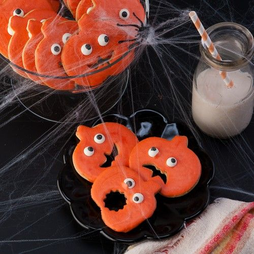 Spooky Halloween Cookies (that are almost too cute to eat...almost)