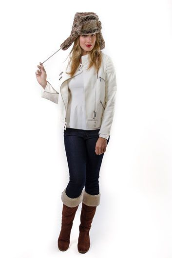 Winter white - Summer clothing staples for your winter wardrobe with our Diyella boots!