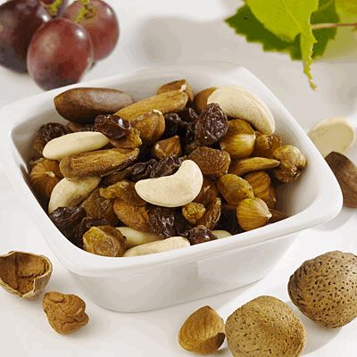 1/4 cup dried fruits and nuts