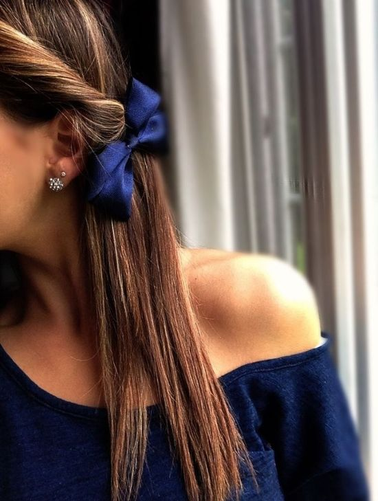 I don't really wear bows but I like the navy one :)