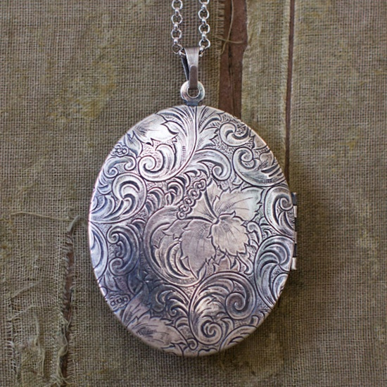 Gorgeous Vintage Sterling Silver UNUSUAL Shaped LOCKET-Engraved Back /& Front-on a Beautiful Solid Sterling Silver Chain-51cm-20 Inches