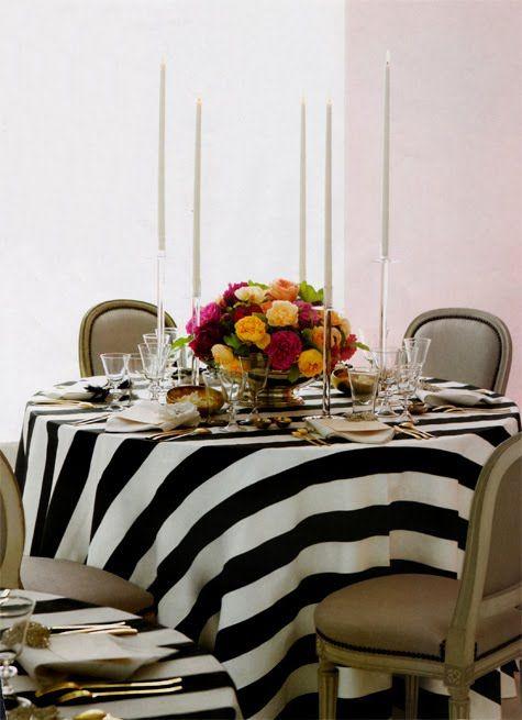 mesa-sillas-luis-xvi-mantel-rayas-blancas-negras