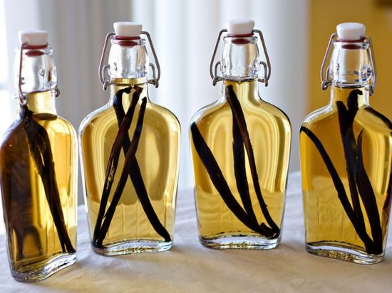 How to make your own vanilla extract. #diy #cooking www.ivillage.com/...