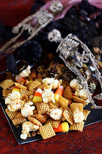 A great seasonal take on a classic party food: Halloween Candy Corn Chex Mix. #chex_mix #snacks #candy_corn #party #food #appetizers #Halloween #fall #autumn #popcorn