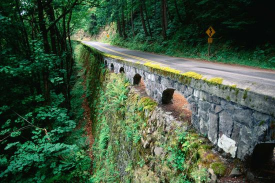 The Historic Columbia River Highway in Oregon is on the top 10 list of U.S. #Roadtripping treks. Check out the rest! #Wanderlusting #SummerofDoing
