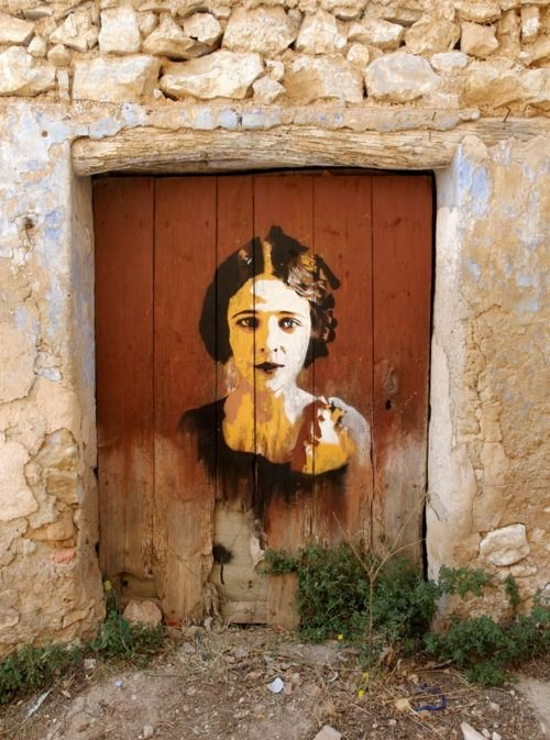 Beautiful Graffiti, would be awesome on an old barn door...totally random but so cool