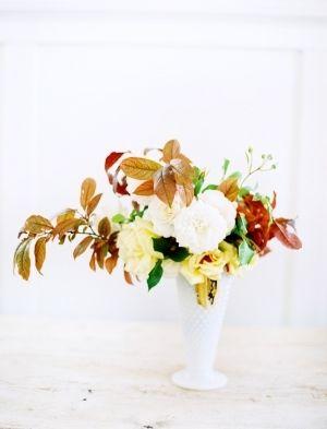 gorgeous autumnal flower arrangement // photo by LeoPatronePhotogr...