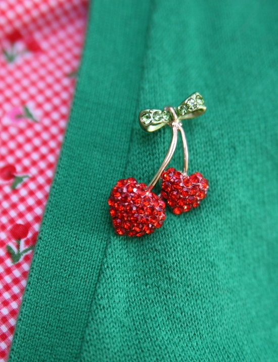 I ♥ cherries – and cherry brooches!  #vintage #fashion #cherries #1950s #b