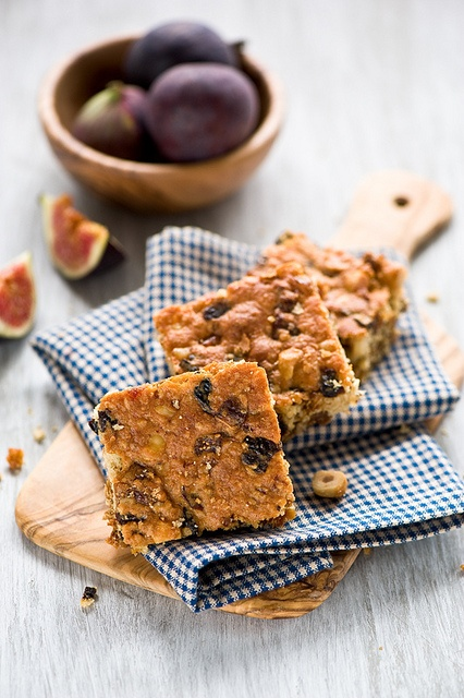 Wonderfully filled with all kinds of great fall and winter flavours: Chocolate, Walnut, Fig Bars. #chocolate #figs #fruit #walnuts #nuts #bars #squares #food #baking #dessert #snacks