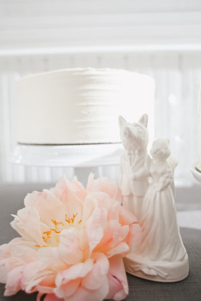 i love this white cake, quirky cake topper and giant gorgeous flower