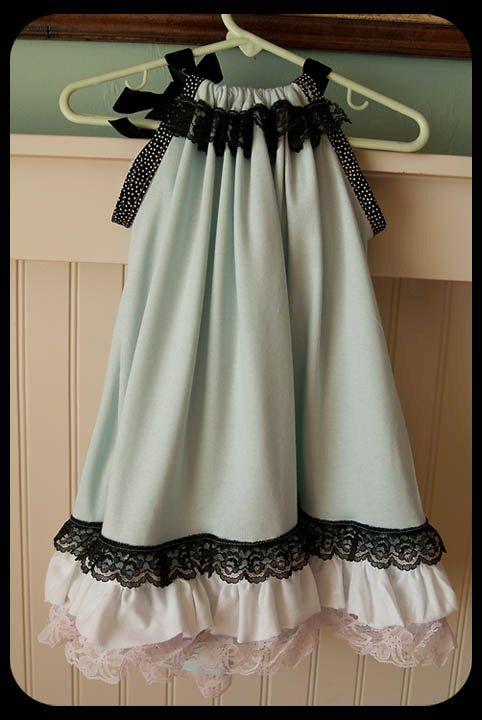 Vintage Pillowcase dress--sooo cute! Wish I could sew.