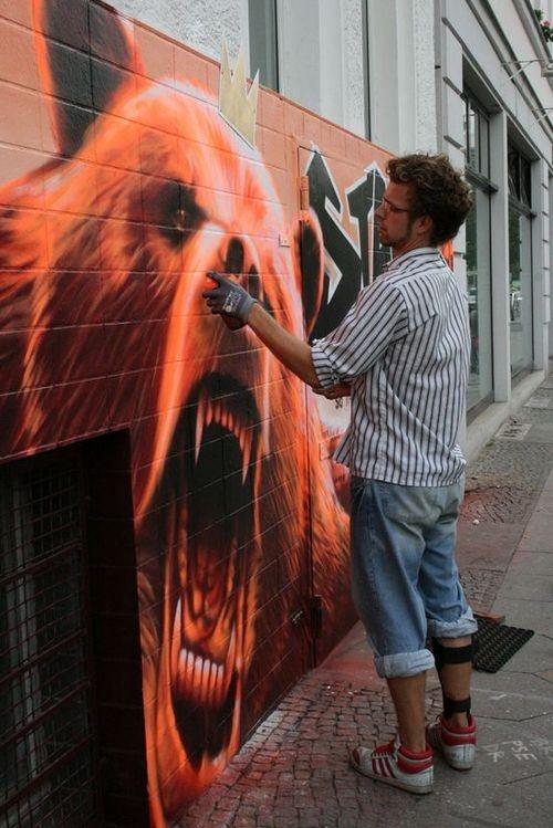 Amazing #bear #graffiti - love the details #streetart #graffiti #art
