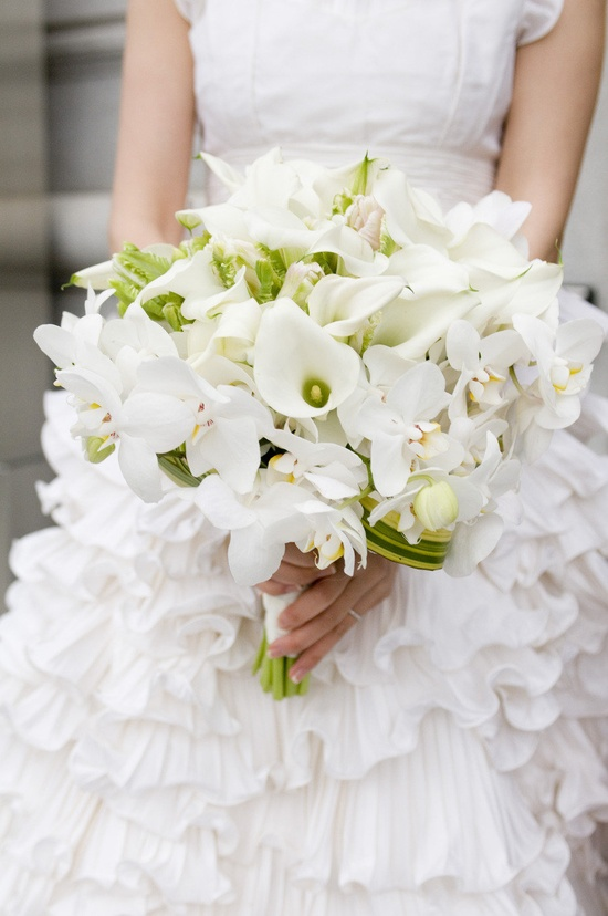 All white bouquet with a touch of green. Beautiful! Floral Design by huntlittlefield.com, Photography by angiesilvy.com``