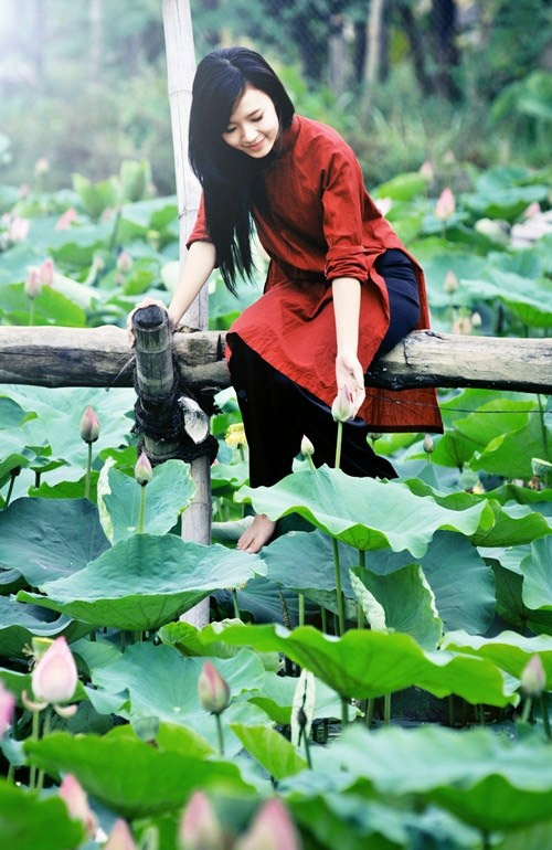 The beauty of Ao Dai - Vietnamese traditional dress