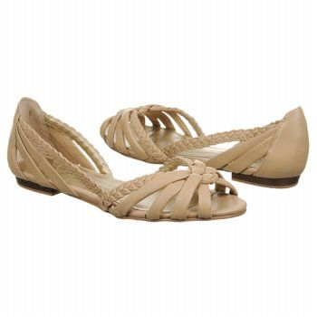 Perfect nude shoes for summer