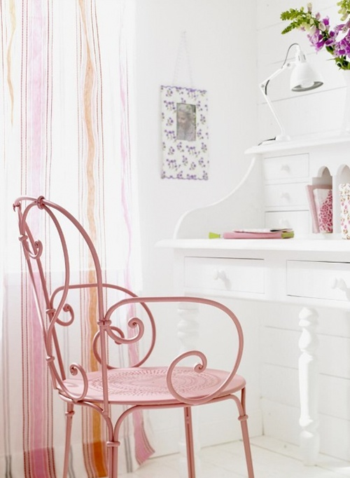 pink chair!