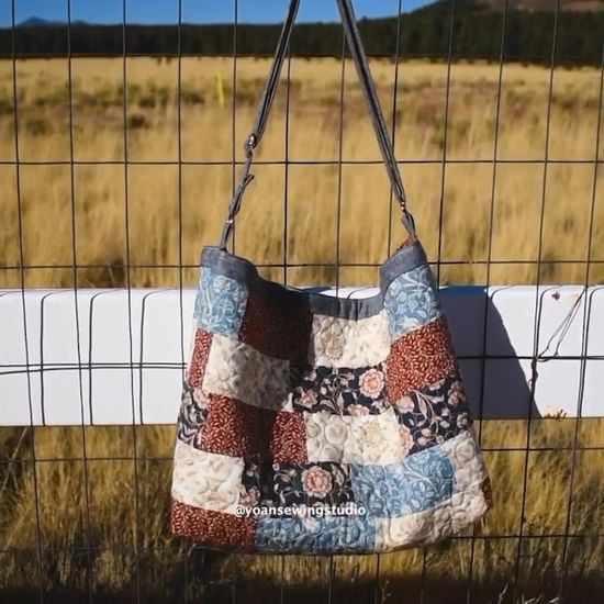 Scrappy patchwork bag using jelly roll strips #sewingbags