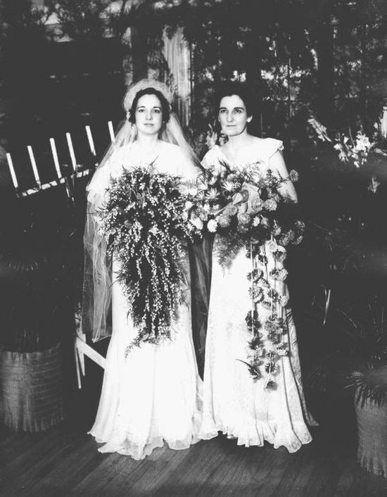 You have to have your best friend by your side on the big day! (1934)