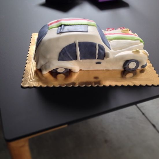 Today we celebrate a colleague with a themed cake having regard to its passion for the car Beetle. Do you like?
