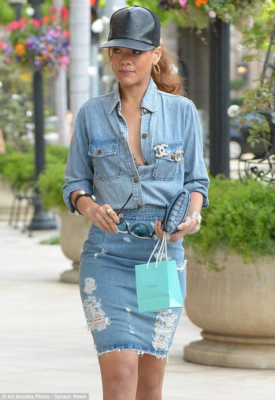 Rihanna w jeansowym wydaniu