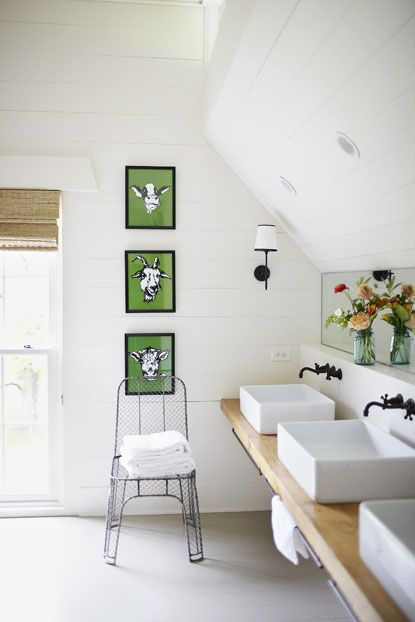 modern farmhouse bath with three sinks